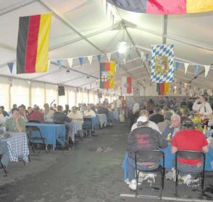 Attendees eating lunch under German flags
